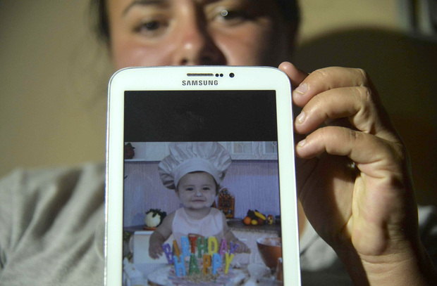 Colombian Natalia Rincon shows a picture of baby Jhoset Diaz.
