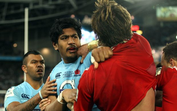 Kurtley Beal looks on as Will Skelton and Sam Whitelock get into a disagreement in the Super Rugby final, 2014.