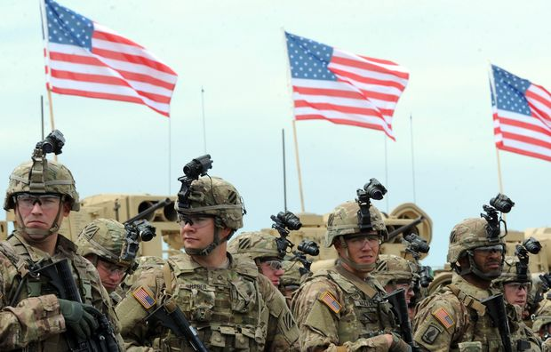 US soldiers prepare for military exercises