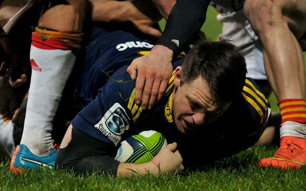 The Highlanders' fullback and captain Ben Smith scores a try.