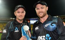 The New Zealand coach Mike Hesson and captain Brendon McCullum pose for a photo after a series win over India.