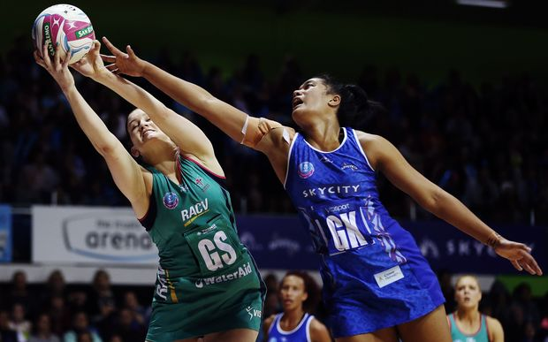 Temalisi Fakahokotau of the Mystics competes against Karyn Bailey of the Vixens. 2015 ANZ Championship, Northern Mystics v Melbourne Vixens,  Auckland.
