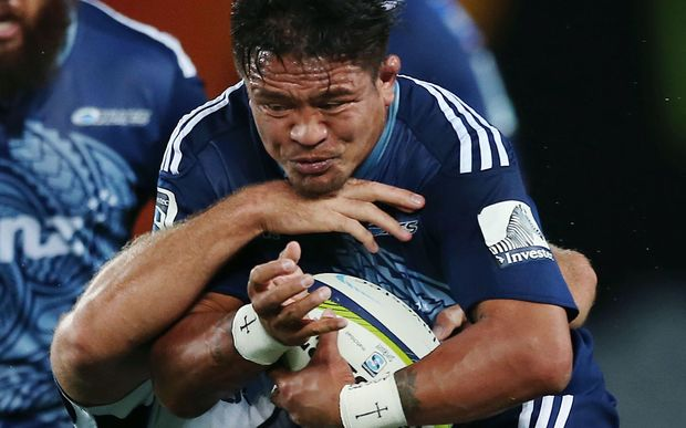Keven Mealamu on the burst for the Blues.