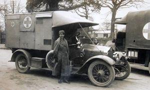 Image of  Deborah Taylor and her Minerva ambulance  at Brockenhurst