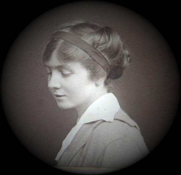 Image of Deborah Pitts Taylor  while she was at Brockenhurst
