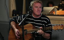 Don McGlashan performing at Radio New Zealand