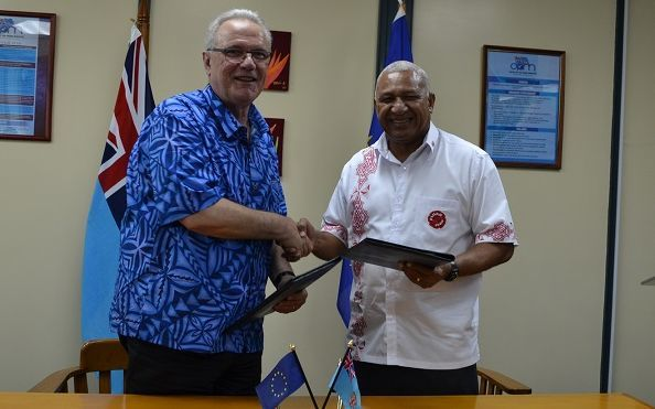 The Fiji prime minister Frank Bainimarama and the EU Commissioner for International Development Neven Mimica.