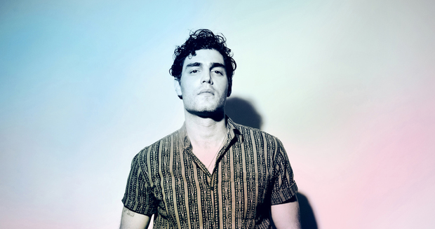 Daughn Gibson, chiselled crooner on pink and blue pastel gradient