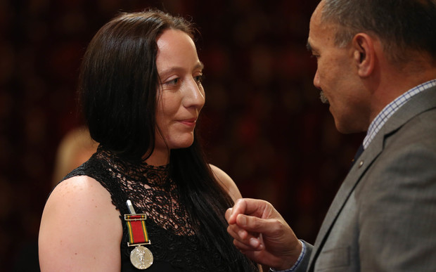 Tamsin Duckmanton receiving the award from Governor General Sir Jerry Mateparae.