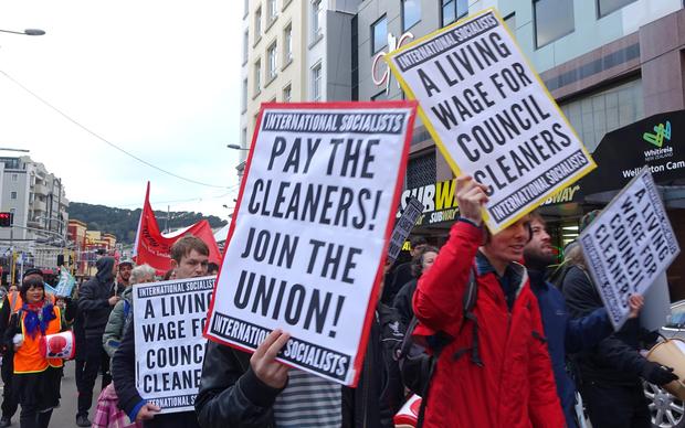 Average salaries nudge $75k    for some   RNZ News