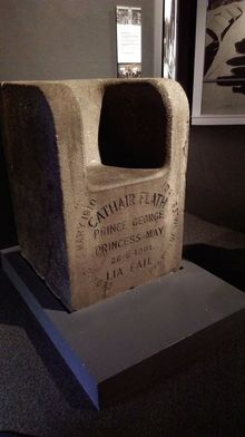 The commemorative stone chair