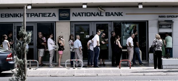 Queues formed at bank ATM machine over the weekend.
