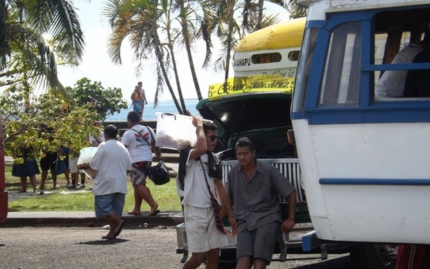 Street vendors in Samoa's capital are to be cleared by police and told to move to the market area.