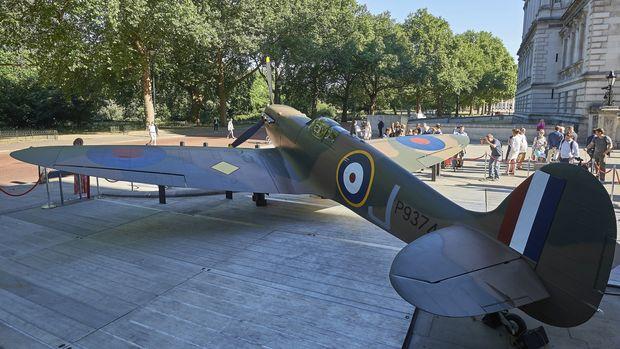 Rare WW2 Spitfire restored to flight | RNZ News