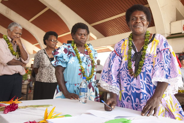 Vanuatu market women form the first Silae Vanua Association under UN Women's Markets for Change project.