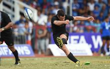Dan Carter kicks against Samoa 2015