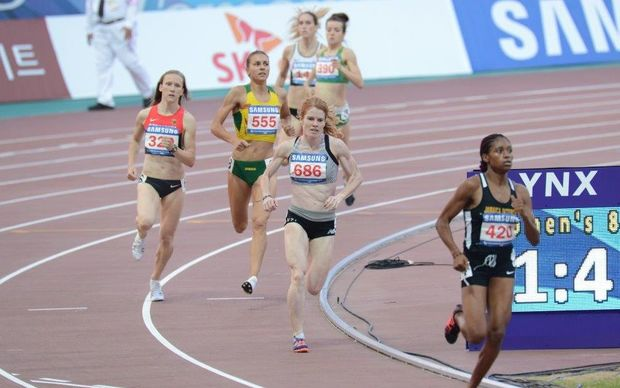 Angie Petty running her 800 metre final