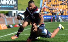 Warriors centre Ngani Laumape has signed with the Hurricanes for the 2016 Super rugby season.