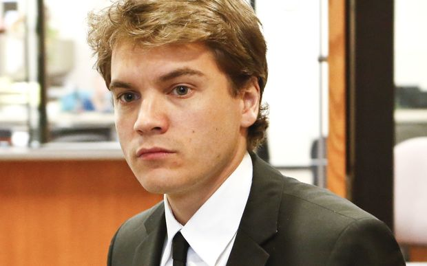 US actor Emile Hirsch will spend 15 days in jail after admitting an assault on a female film executive.
