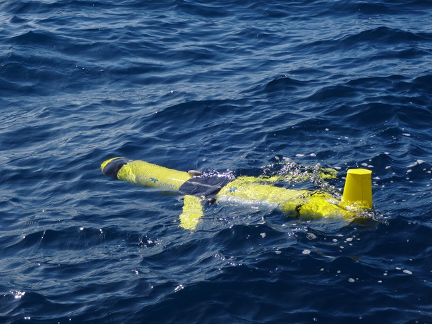 The autonomous ocean glider can be programmed to yo-yo between the surface and a certain depth. When it returns to the surface, it can make contact to transmit data to the research team.
