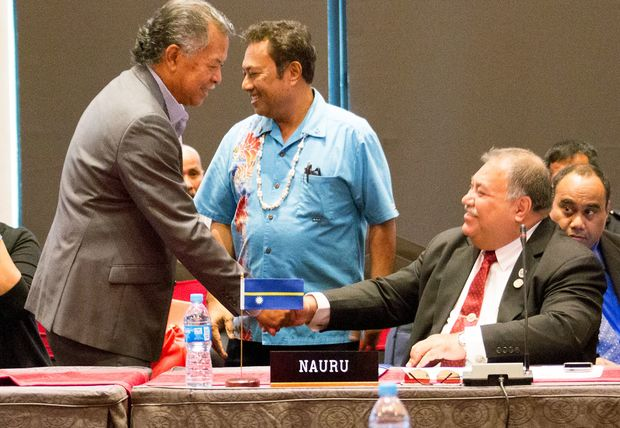 Cooks Islands Henry Puna meets Nauru's Baron Waqa at a meeting of Small Island states before the Pacific Islands Forum 2015