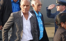 Tonga's Prime Minister 'Akilisi Pohiva arrives in PNG with Niue's Premier Toke Talagi for the Pacific Islands Forum Leaders meeting in September 2015.