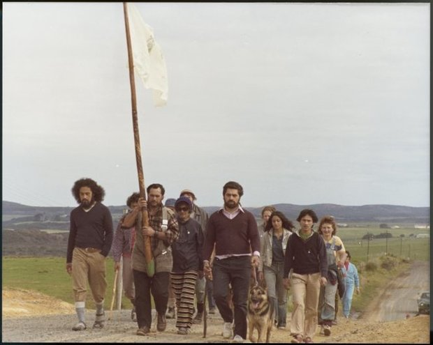 Group of Maori Land March demonstrators photographed on a rural road between Te Hapua and Mangamuka by Christian F Heinegg, 13-17 September 1975.