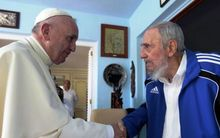 Photo released by Cuban Ministry of Foreign Relations of former Cuban president Fidel Castro (R) shaking hands with Pope Francis in Havana. AFP PHOTO / MINREX