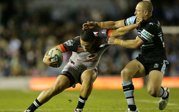 Jeff Robson attempting to tackle his new teammate Tuimoala Lolohea when playing for the Cronulla Sharks.