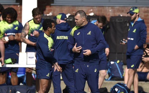 Australia head coach Michael Cheika (R) speaks with Wallabies halfback Will Genia during a team training session at Dulwich College in London, on October 1, 2015, during the 2015 Rugby World Cup. AFP PHOTO / MARTIN BUREAU