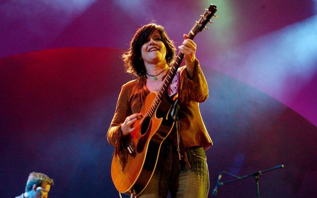 "Jenny Morris performing at the ""farmhand"" relief concert at the Superdome in Sydney, October 26, 2002. (AAP Image/Mick Tsikas)"