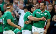 Ireland's Rob Kearney celebrates his try with Sean O'Brien and Chris Henry RWC2015