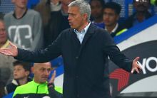 Jose Mourinho Manager of Chelsea shows his frustration after conceding a goal.