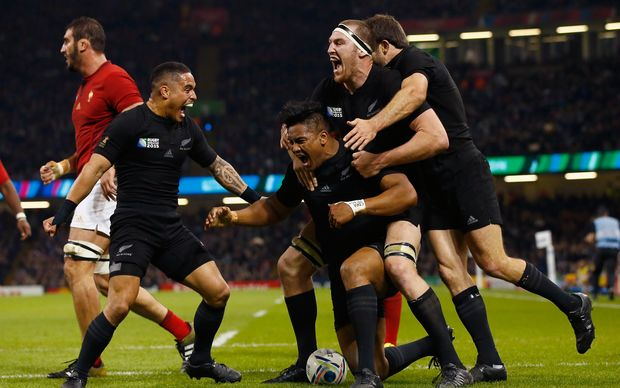 All Blacks celebrate Julian Savea try against France RWC2015