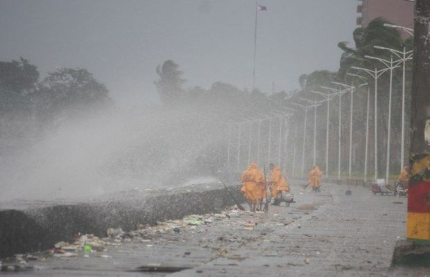 PHILIPPINES, Manila: Super typhoon Koppu hits Roxas Boulevard, in Manila, on October 18, 2015, forcing thousands to flee. - CITIZENSIDE/MARLO CUETO