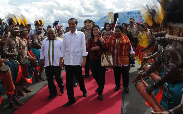 The Governor of Papua Province, Lukas Enembe, (far left), welcomes the Indonesian President Joko Widodo. In 2014.