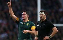 Francois Louw and Richie McCaw RWC2015