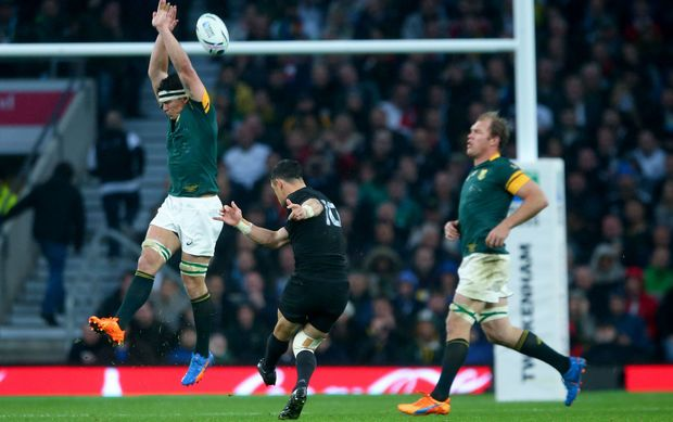 Dan Carter drops a goal against South Africa RWC2015.
