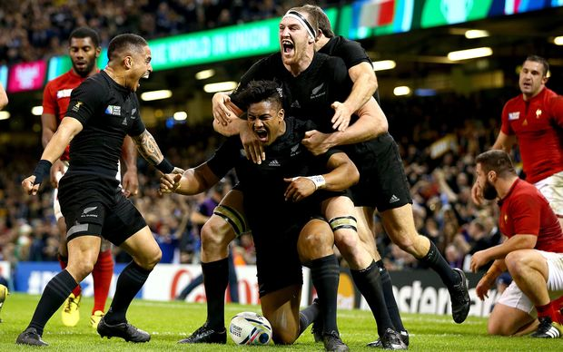 All Black winger Julian Savea scores against France RWC2015.