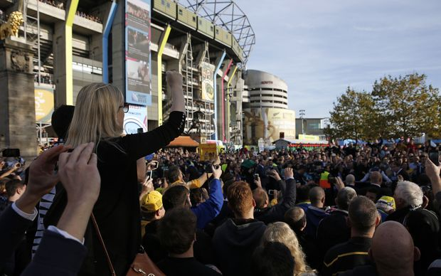 The crowd gathers outside Twickenham before the 2015 RWC.
