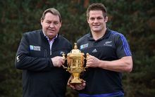 Steven Hansen and Richie McCaw with the Webb Ellis Cup.