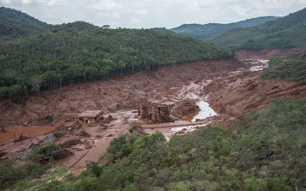 Water from the dams, at the Germano mine, flooded a large area in the village of Bento with toxic waste.