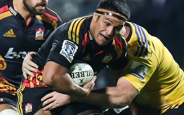 After eight seasons with the Chiefs, the former All Black loose forward Tanerau Latimer is to play for the Blues.