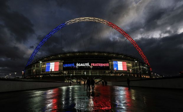 Wembley lit in French colours 2015