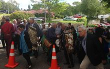 Visitors arriving at the Ngāi Tahu biennial hui a iwi in Dunedin. Among the crowd is Tā Mark Solomon wearing a korowai to the left.