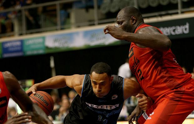 Mika Vukona and Nathan Jawai clash in ANBL game 2015.