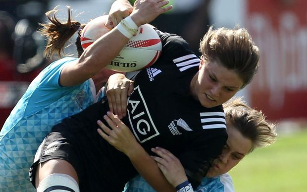 New Zealand's Michaela Blyde is tackled by two Russian opponents.