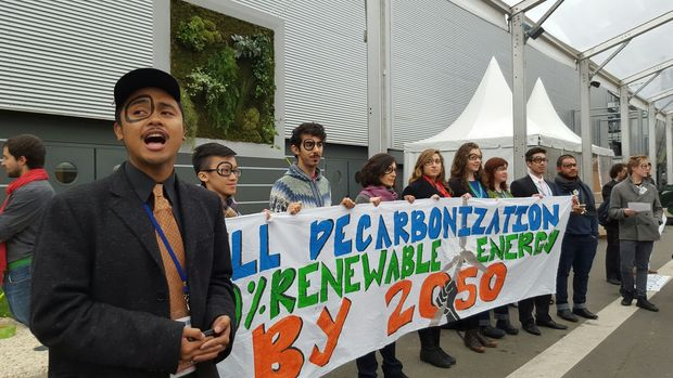 Members of an international youth delegation - including New Zealanders - at the UN Climate Change meeting in Paris.