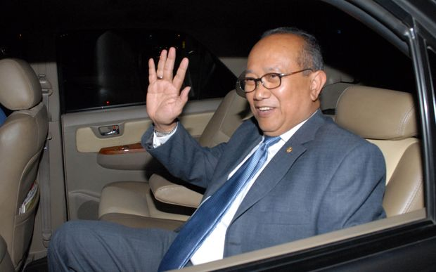 Indonesian ambassador to Canberra Nadjib Riphat Kesoema waves as he arrives at the Sukarno-Hatta airport in Tangerang on the outskirts of Jakarta on November 19, 2013