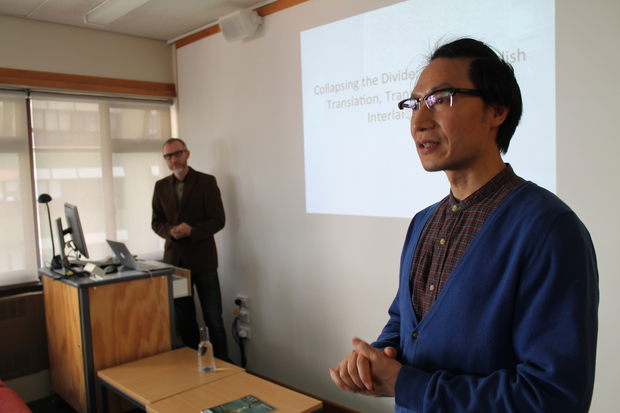 Dr Luo Hui introduces Professor Stalling at Victoria University